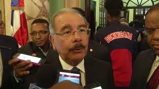 Danilo Medina entrega Bandera Nacional a atletas que estarán en Juegos Centroamericanos y del Caribe