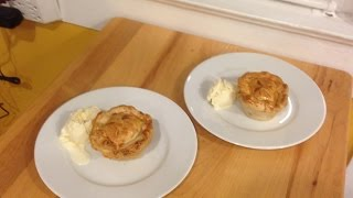 Quick And Easy Mini Peach 'pies'