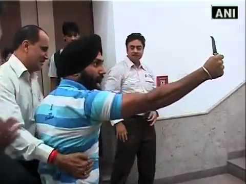 Harvinder Singh Slapped Union Agriculture Minister Sharad Pawar in Delhi