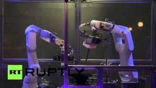 بالفيديو .. روبوت يطهو الطعام في دقيقة ونصف فقط