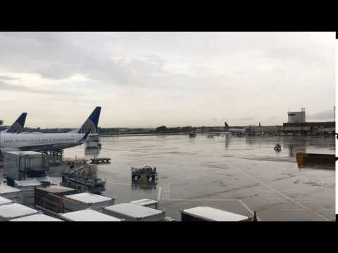 GEORGE BUSH INTERNATIONAL AIRPORT (IAH) - HOUSTON, TEXAS TIME LAPSE