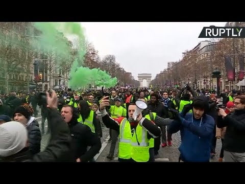 Fresh Yellow Vest protests held in Paris (streamed live)