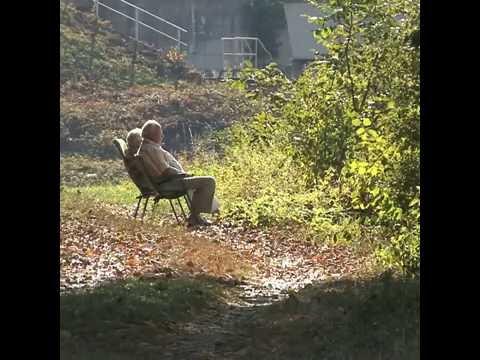 Eine alte Frau starb in Einsamkeit