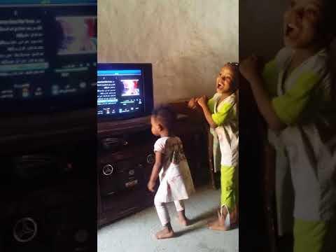 طفلة سودانية ترقص علي انغام دقو ورا thumbnail