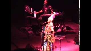 Erykah Badu ''No Love''