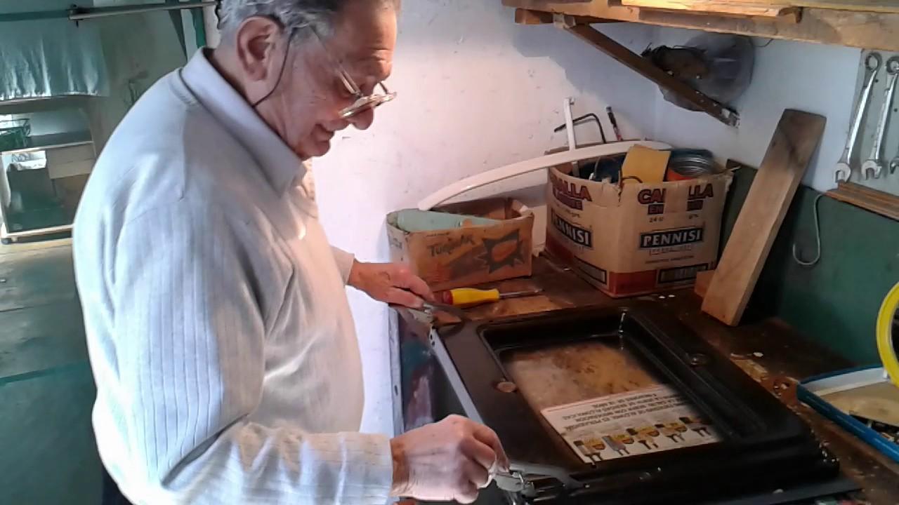 Cambiando bisagras puerta cocina longvie rosarito youtube for Bisagra puerta cocina
