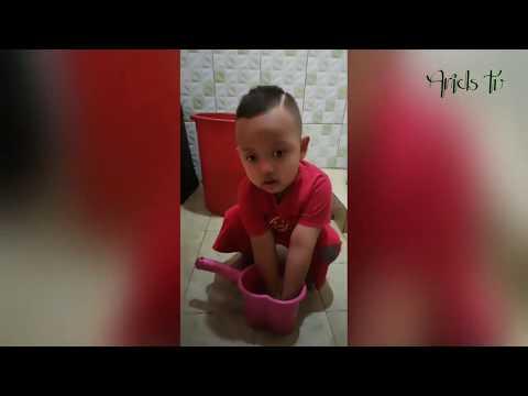 anak-anak-bermain-di-kamar-mandi