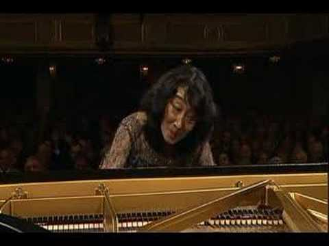 Uchida conducts Mozart's Piano Concerto #20 - Allegro I
