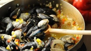 Super Bowl Cioppino - How to Steam Clams & Mussels with Michelle Branch Ep. 5