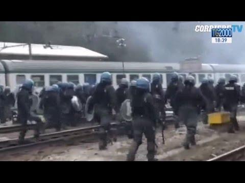 Migranti, violenti disordini al Brennero causati da circa 500 black bloc