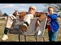 Jackass presenta: Bad Grandpa (Trailer español)