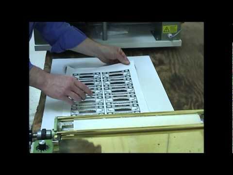 Gluing Paper Sheets.wmv