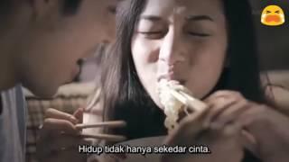 Video Kisah Mengharukan Pasangan Kekasih Yang Berakhir Sedih dan Galau download MP3, 3GP, MP4, WEBM, AVI, FLV Desember 2017