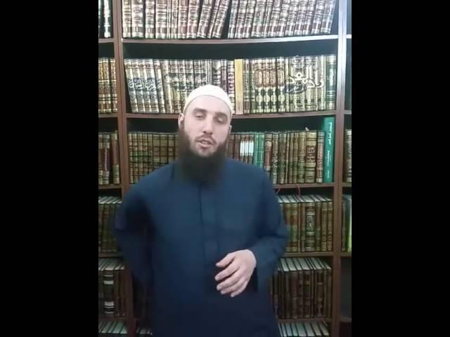 Hur ska man vara klädd när man ber? | Abu Dawud