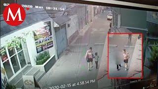VIDEO: Momento en el que Fátima se va con una mujer saliendo de su escuela