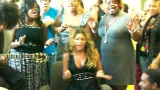 Gambar cover Beyonce singing Radio at National University Hospital, Singapore