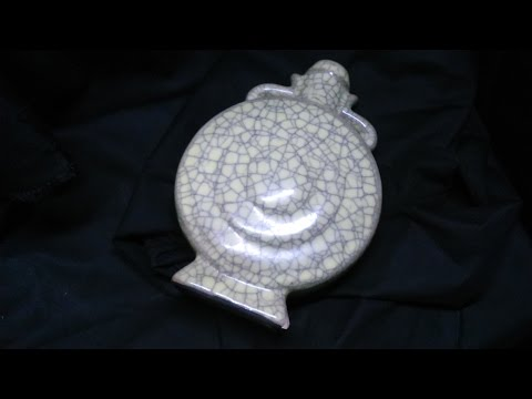 Museum 888: Ming Dynasty Yellow Glaze Ge Kiln Ground 執到宝博物館:明代黃釉哥窯壼