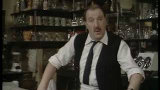 'Allo 'Allo - Opening Theme Tune & Introduction