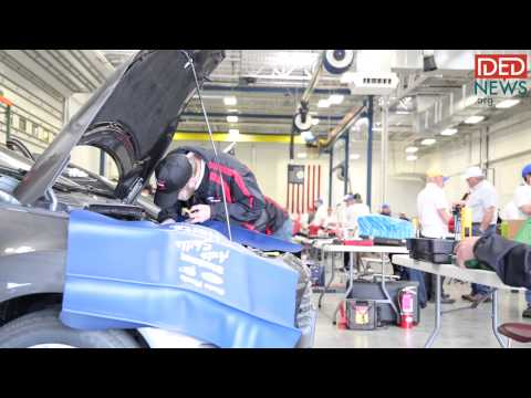 Auto Students Compete for $25,000 Scholarship