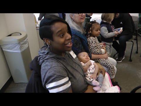 Pregnant women take lead in group prenatal visits