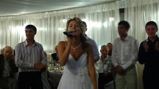 Невеста читает рэп жениху на свадьбе до слёз