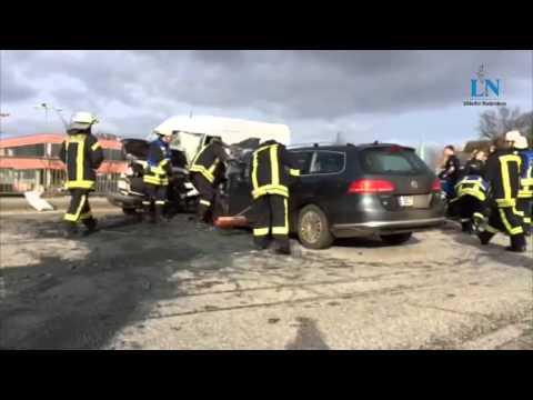 schwerer-unfall-auf-der-b-206-in-bad-segeberg