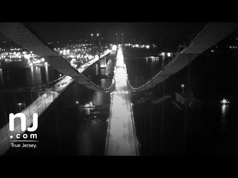 Ship transporting giant cranes slips right under Delaware Memorial Bridge