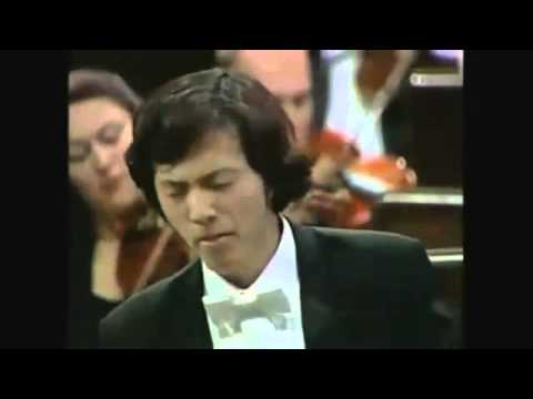 Yundi Li plays Chopin's Piano Concerto No 1 in E minor, Op 11, 2nd Movement Romance Larghetto