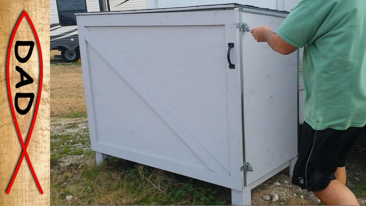 pallet storage shed or deck box a simple storage idea for the