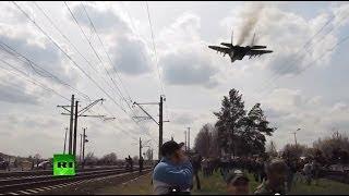 Украинский МиГ пытался испугать жителей Краматорска(На любительском видео, которое снял один из жителей Краматорска видно, как на небольшой высоте пролетает..., 2014-04-16T16:47:09.000Z)