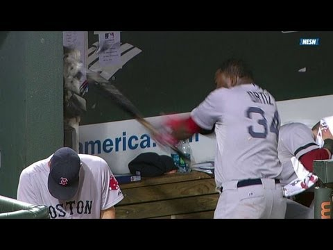 BOS@BAL: Ortiz smashes dugout phone, gets ejected