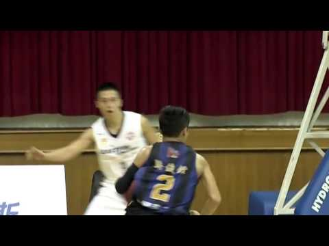 Jun Quan Luo steps on the pedal and gets the deuce