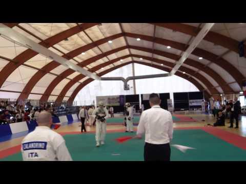 combat de Jamal au Championnat international de Nippon Kempo à Rome