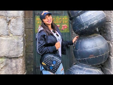 WHAT'S IN MY UNIVERSAL STUDIOS BAG?? + What to pack in YOUR bag!!!