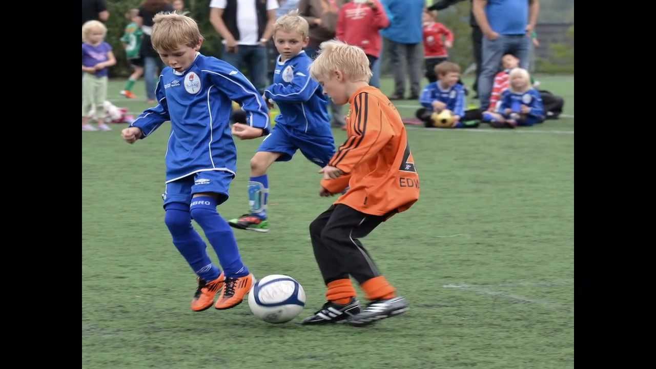8f611253 Fotball i norge begynner som spill og lek for barn - YouTube