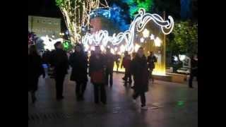 Новый год в Греции, площадь Синдагма в Афинах(Здесь очень красиво, огоньки на деревьях с мандаринами, фонтаны и много народу. К сожалению, снега нет. Греци..., 2012-04-26T10:25:52.000Z)