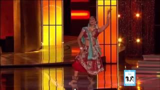 Индийские танцы(Девушка очень красиво танцует индийский танец - четко, динамично - очень запоминается!, 2014-01-05T14:18:33.000Z)