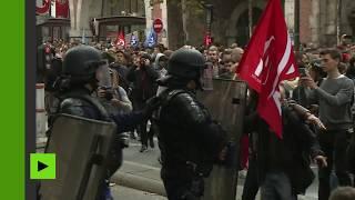 Gaz lacrymogènes et projectiles : la manifestation des fonctionnaires dégénère à Paris
