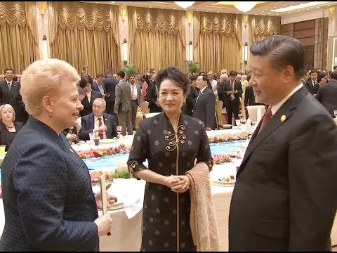 Xi Hosts Banquet for Guests Attending CIIE