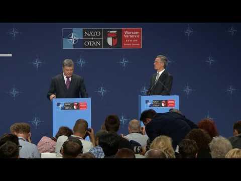 NATO Secretary General with the President of Ukraine, NATO Summit in Warsaw, 09 JUL 2016