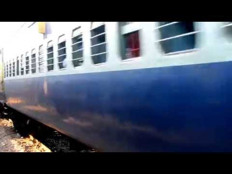 25) India - Varanasi a Agra - Tren - Tren interminable 2 - 13.9.11 DSC_4488