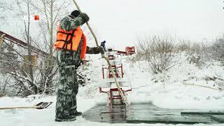 Под Екатеринбургом наладили выпуск «золотого» льда для новогоднего городка в Москве