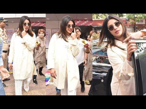 ప్రియాంక చోప్రా స్టైల్ చూస్తే ఫిదా అవుతారు || Priyanka Chopra Cast Her Vote || NSE