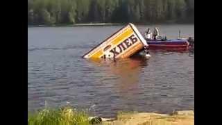 "Плавающий в Режевском пруду грузовик ""Реж -Хлеб"" :)"