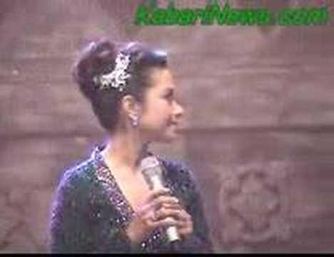 Penyanyi  Ruth Sahanaya