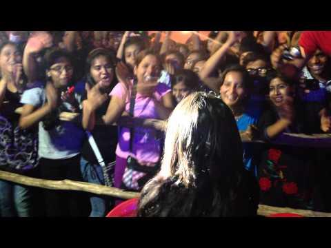 Neha Kakkar's Fans Going Crazy At Her Concert | Sunny Sunny