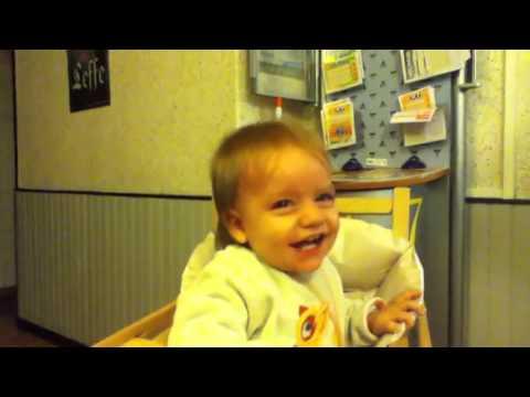 Bebes riendose a carcajadas, Baby lachen lustig, Videos de bebês rindo, śmiech dzieci śmieszne.mp4