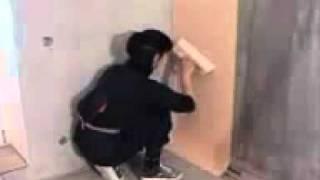 Как правильно клеить обои своими руками от donosvita.org.mp4(Строительный портал http://donosvita.org/ представляет видео о том как правильно наклеить обои самостоятельно на..., 2011-05-29T00:25:28.000Z)