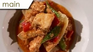 Red Chicken Curry With Peanuts And A Noodle Sheet - Silent Cooking With Patrick Müller (with Recipe)
