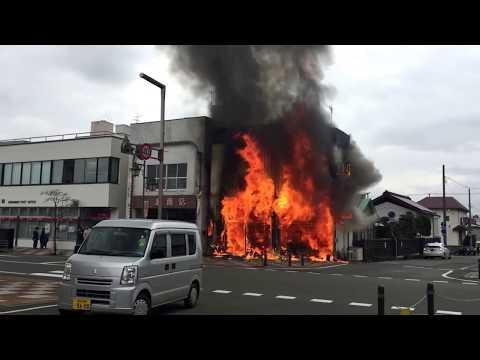 岩手県花巻市薬局の火事。Pharmacy in Hanamaki, Japan catches fire